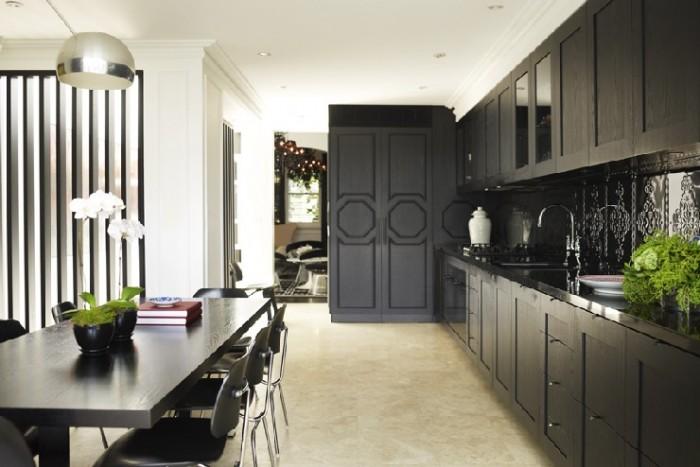 Грег Натал. Дизайн современной кухни в черных оттенках.