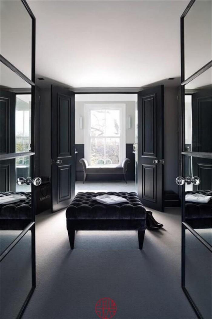 Стеклянный шкаф создает ощущение просртанства и добавляет особый оттенок роскоши к дизайну спальни  10 РОСКОШНЫХ ГАРДЕРОБОВ ДЛЯ СПАЛЬНИ 45 e1458830482289
