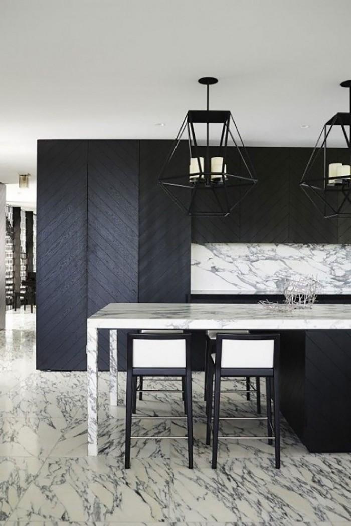 Черные детали в дизайне кухни от Грега Натала