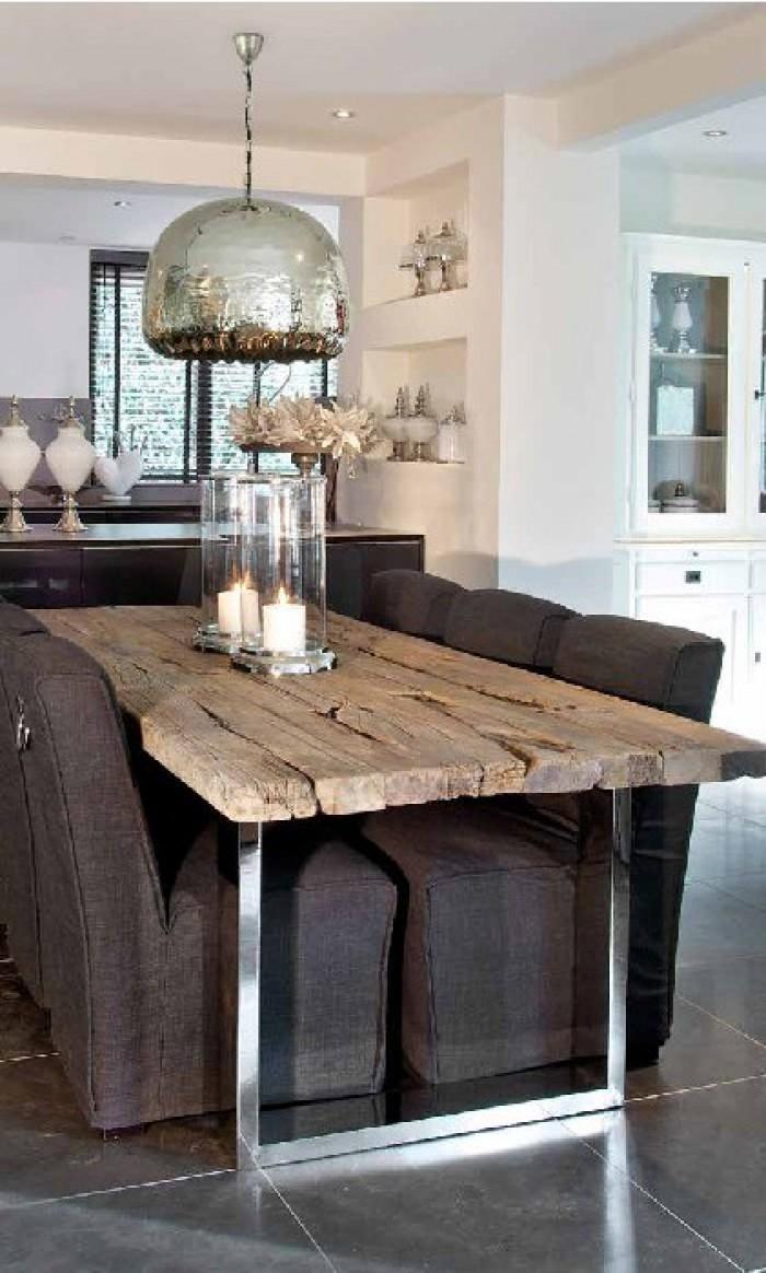 Блестящая металлическая основа и дерево сверху, контрастный обеденный стол, смесь между силой природы и современностью  ТОП 20 СОВРЕМЕННЫХ ОБЕДЕННЫХ СТОЛОВ 86