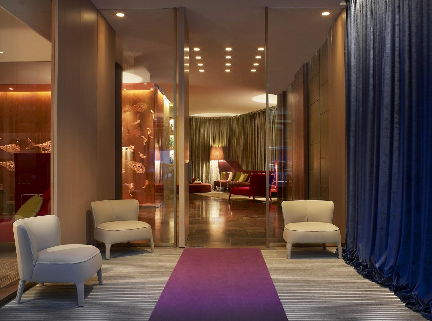 russland-st-petersburg-w-hotel-lobby