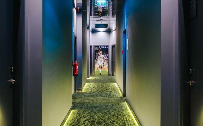 Криштиан Роналду  Новый отель от Криштиану Роналду на Мадейре (португальский дизайн) Pestana CR7 hallway CRHOTEL0716