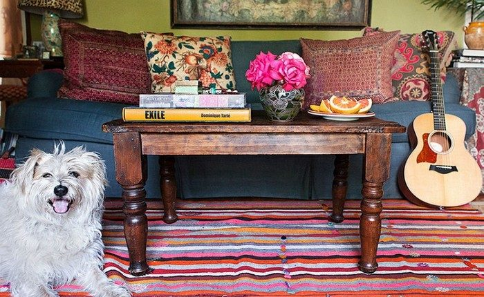 журнальный столик Как правильно стилизировать журнальный столик Designers Tips For Styling Your Coffee Table3 e1505224285530