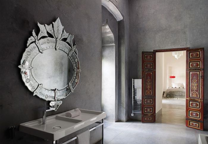 Современный дизайн: зеркала в ванных комнатах