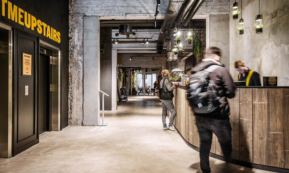Урбанистический дизайн: отель Uрstairs в Остенде