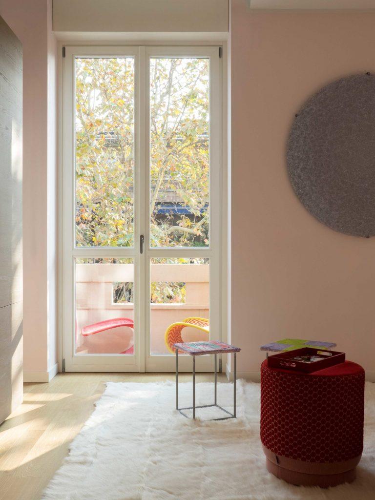 Цвета миланской квартиры были вдохновлены дизайном дивана Цвета Цвета миланской квартиры были вдохновлены дизайном дивана GG AD SWIG HIRES 1