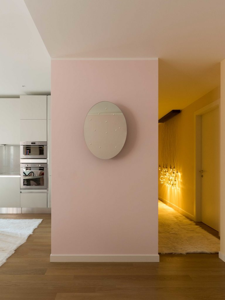 Цвета миланской квартиры были вдохновлены дизайном дивана Цвета Цвета миланской квартиры были вдохновлены дизайном дивана GG AD SWIG HIRES 4