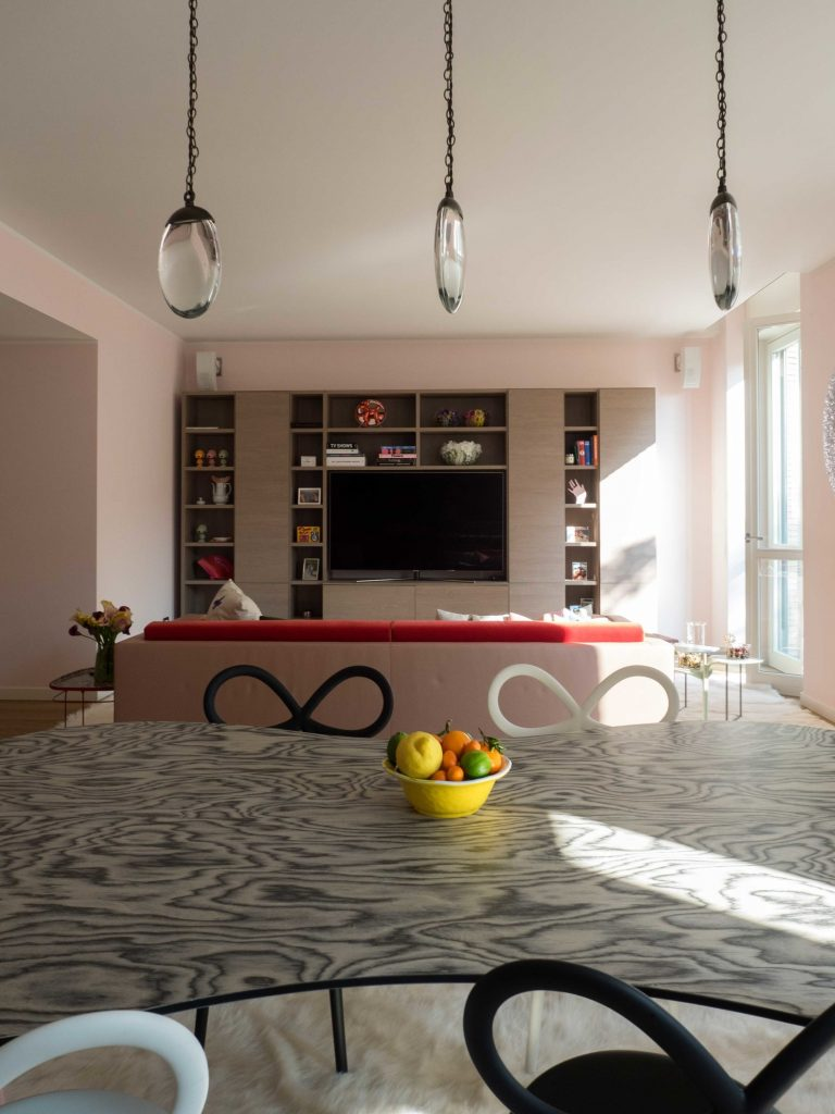 Цвета миланской квартиры были вдохновлены дизайном дивана