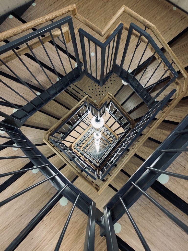 небоскрёб Самый высокий небоскрёб из дерева в Норвегии Voll20Arkitekter20 20MjC3B8staCC8Arnet20 20Interior2023