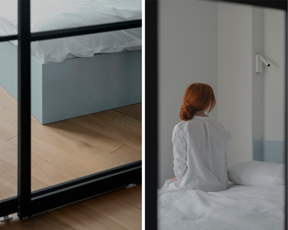Квартира с кроватью за стеклом и стеллажом для кота