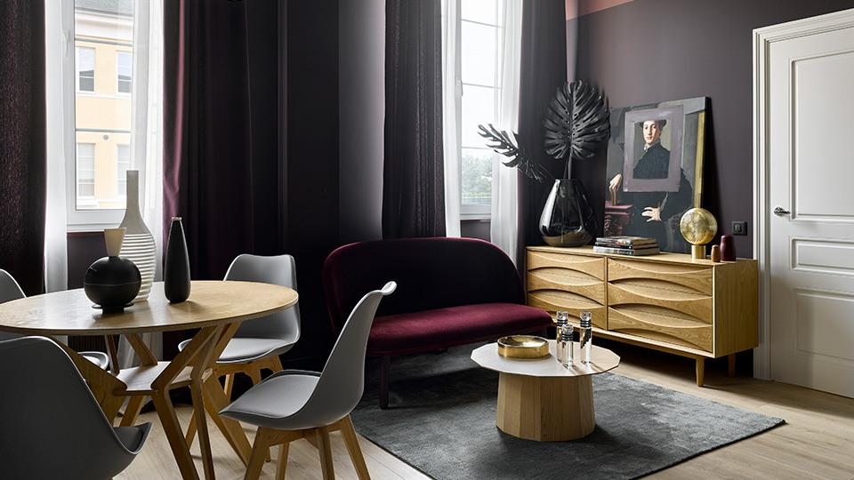 Интерьер квартиры в темных оттенках