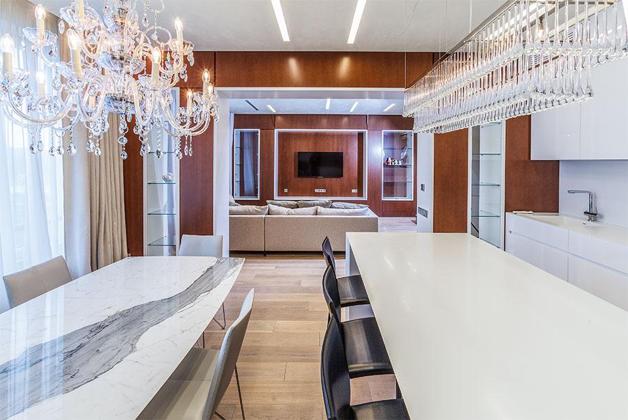 Интерьер квартиры с деревянной фактурой
